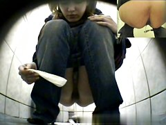 Girls Pissing voyeur video 265