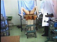 産婦人科でおっぱい丸出しで悪戯される美乳ギャル