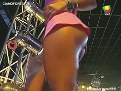 Two professional dancer arouse the male public at a live television concert