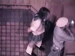 制服女子高生の彼女とビルの屋上でリアルセックスする