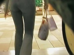 Megan Fox level sexiness of a blonde in a candid street mall video