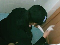 Pontytail Asian in public WC dirty dark pussy swabin' papertowel