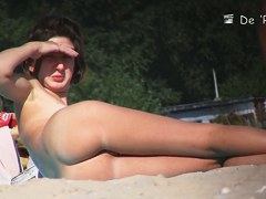 A great butt is starring in this playful candid beach voyeur video
