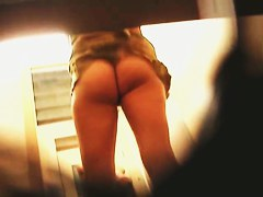 This hot changing room ass belongs to the teen amateur
