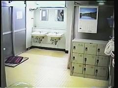 銭湯の脱衣所に仕掛けた隠しカメラで巨乳妻の全裸撮影