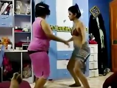 arab's mom & NOT her daughter dance