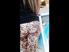 Street voyeur filmed a hot chick with nice ass