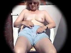ma voisine se masturbe sur son balcon