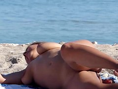 Candid beach camera filmed a horny lassie