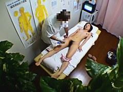 Asian gets deep vaginal massage and orgasm on spy cam