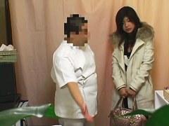 Guy offers hot vaginal massage to cutie on hidden cam
