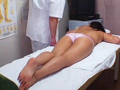 下着一枚でマッサージされる巨乳若妻が整体師に悪戯される