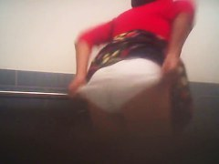 Amateur lifted up skirt and got ass spied on voyeur cam