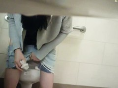 Amateur fem in candid tiny shorts pissing on spy camera
