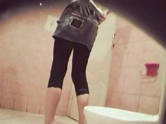 Leggy amateur that stayed without panty on piss cam