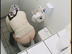 Granny got her ass on toilet voyeur video while pissing