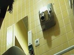 Amateur girl pissed quickly but got on voyeur toilet cam
