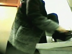 Amateur girls come to public wc to get shot on the spy cam