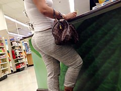 thick candid milf booty 2