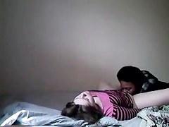 surprise entrain de baiser avec son amant à l'hotel