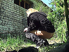 Outdoor pee streaming