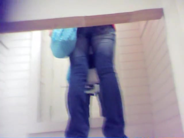 Cutie in tight blue jeans and off on changing room video