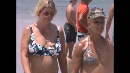 candid mature jiggly beach tits 64