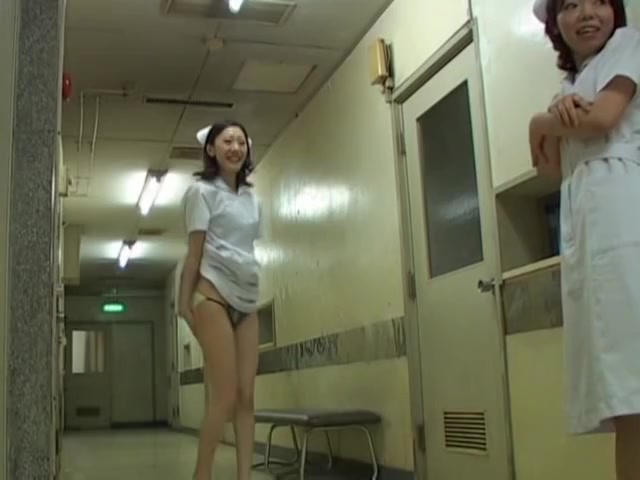 Slim Japanese body uncovered for hot sharking movie