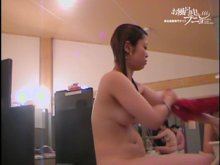 Asian body is all in aroma foam on shower room spy cam dvd 03181