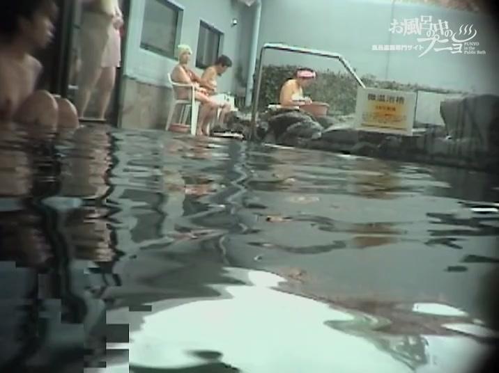 Hidden cam shower girls demonstrate their Asian charms dvd 03262
