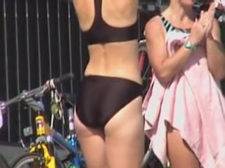 Black bikini beauty demonstrating her candid booty 06i