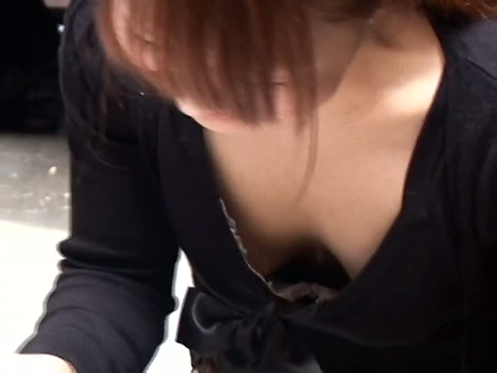 Free japanese downblouse as slut is showing her tits