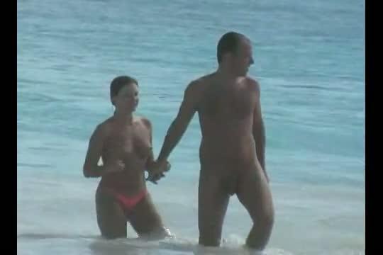 Hot and sexy voyeur beach video of many beautiful women