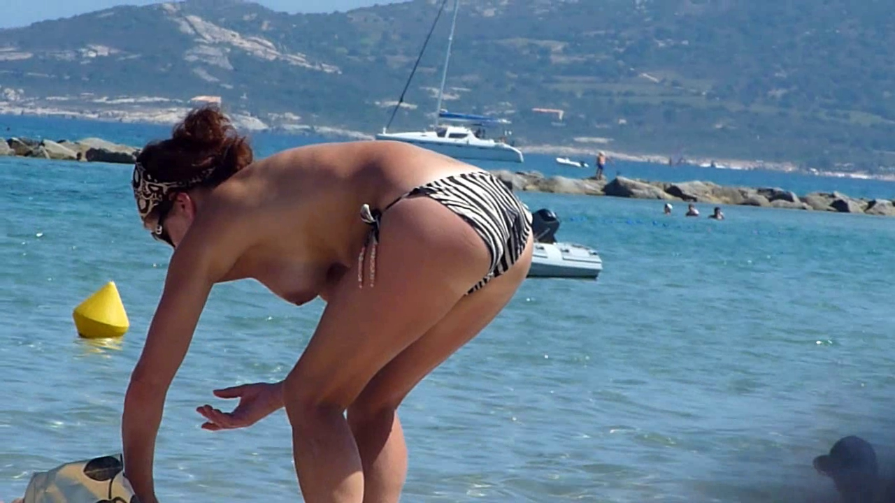 Beach voyeur 04 - Topless chicks puts sun spunk on face