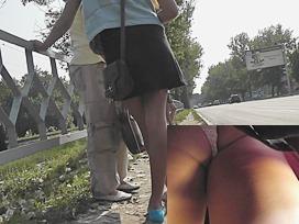 Hotty showed her panty upskirt closeup